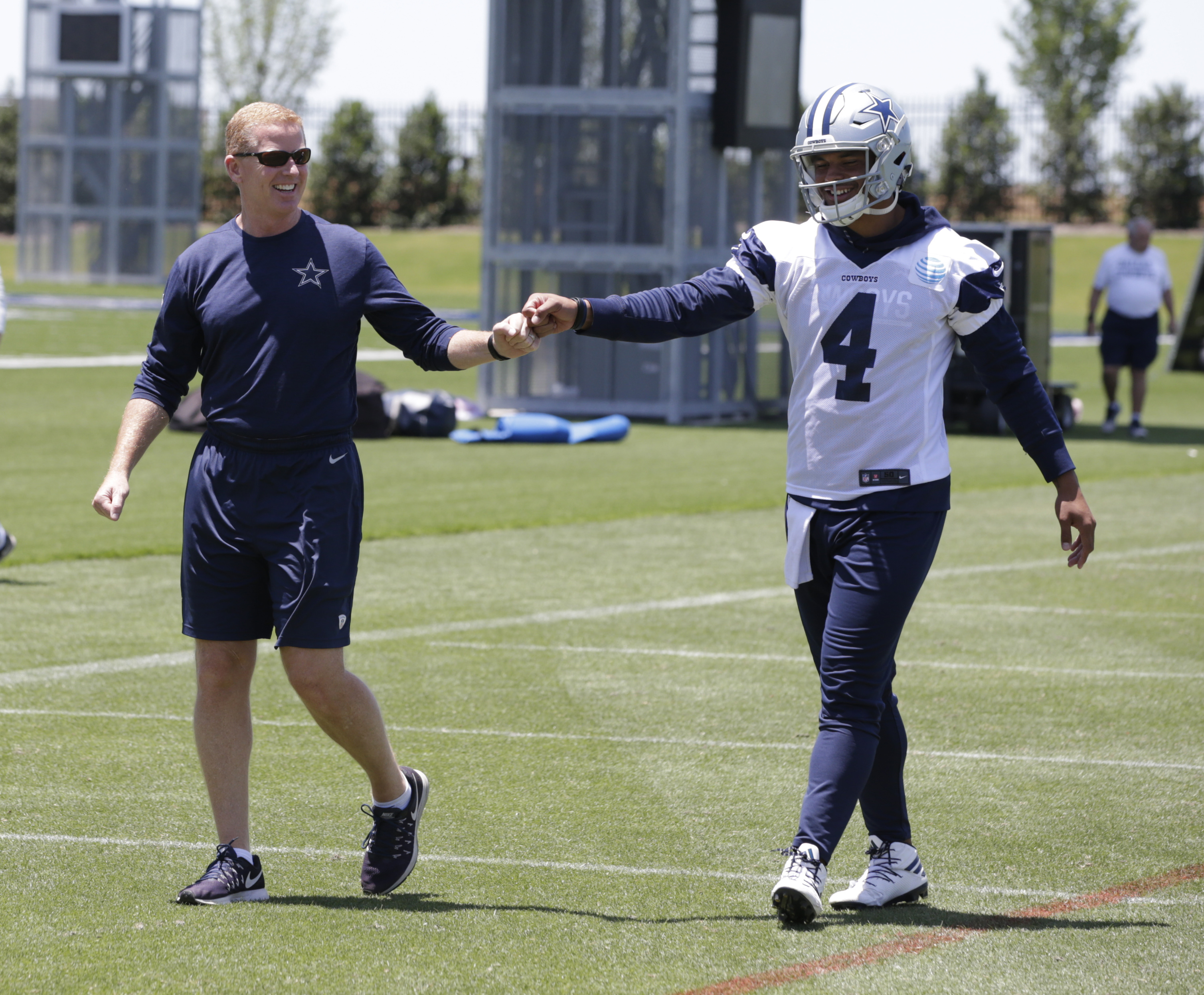 10072087-nfl-dallas-cowboys-ota