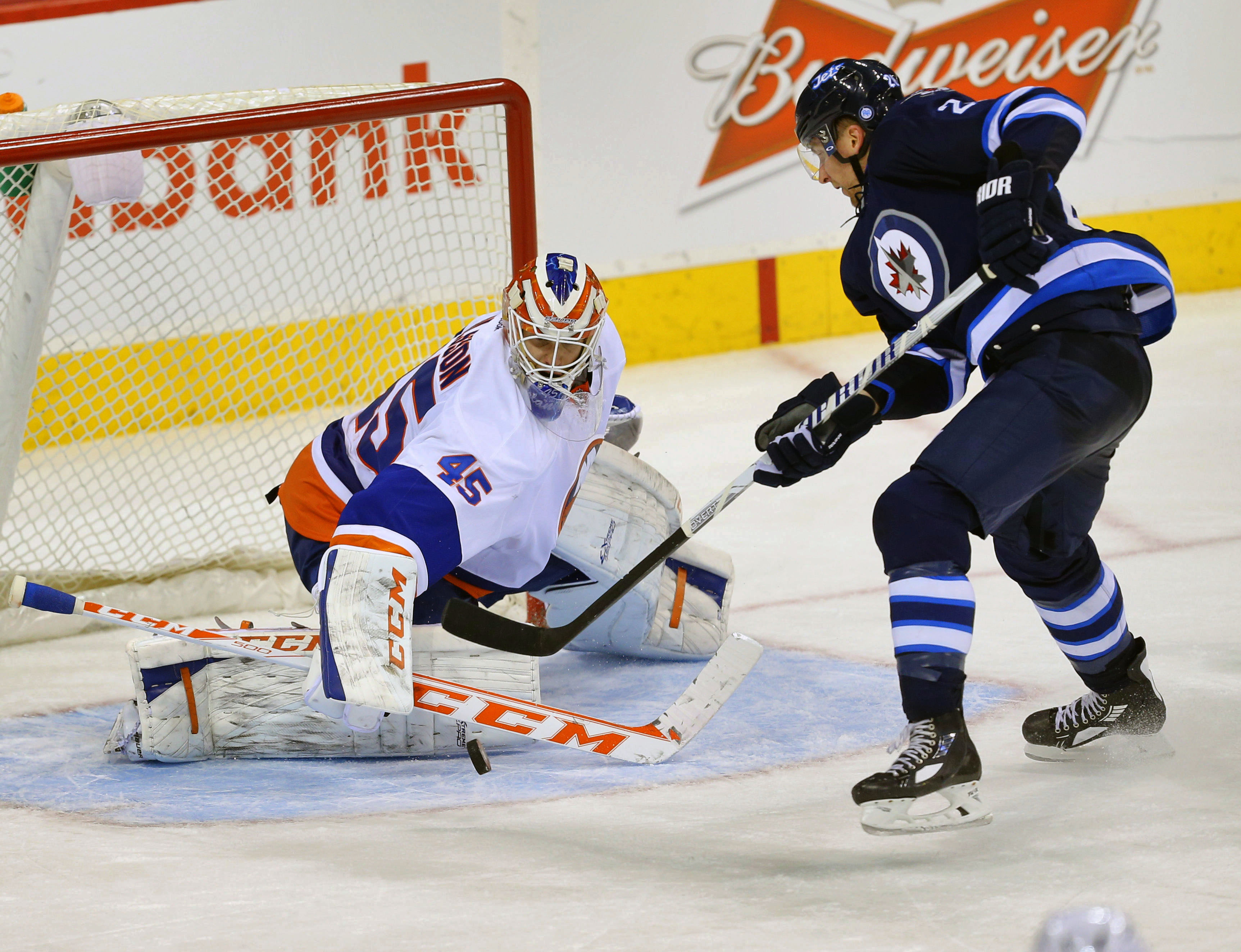 7783443-nhl-new-york-islanders-at-winnipeg-jets