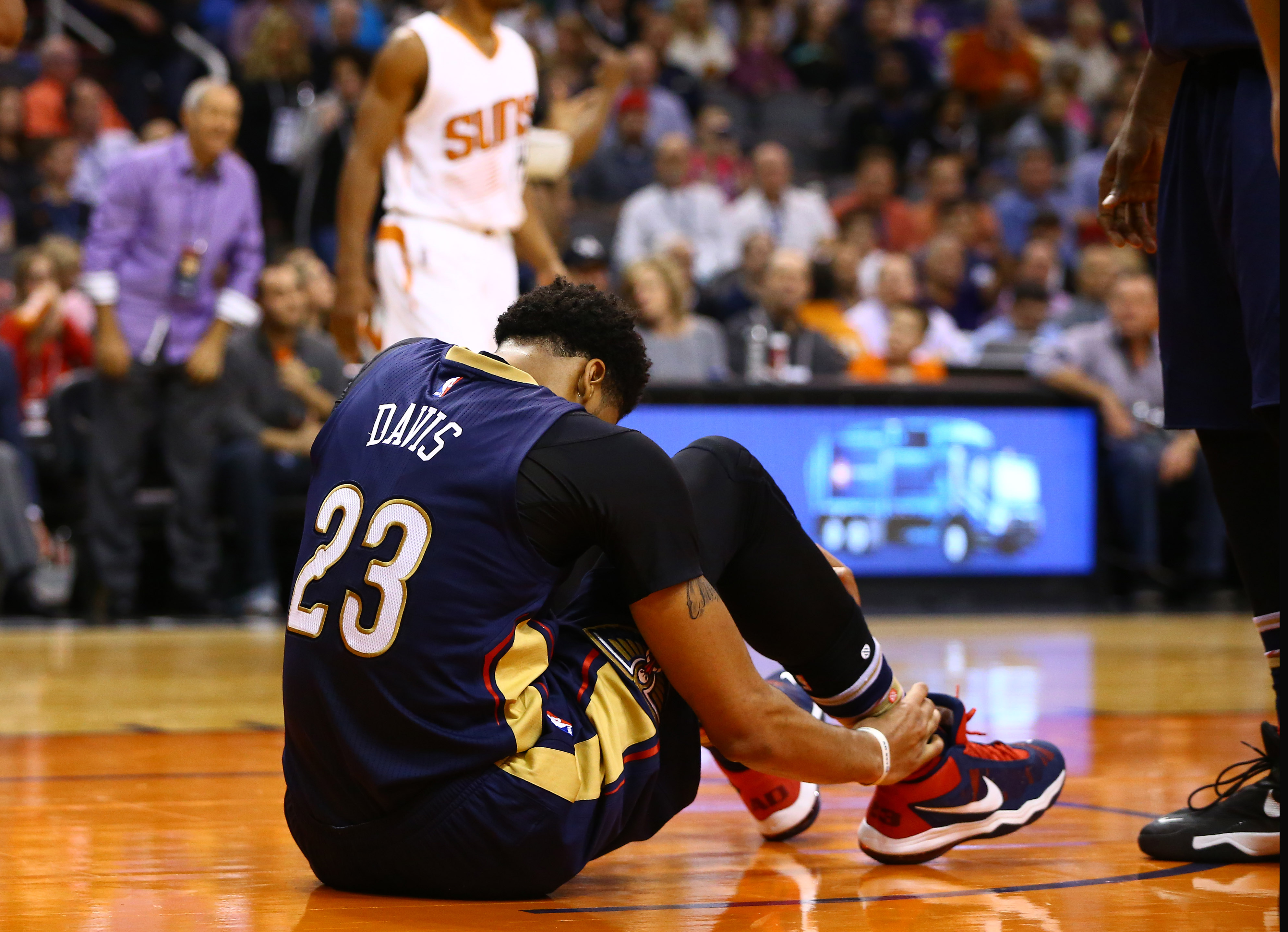 8952263-nba-new-orleans-pelicans-at-phoenix-suns
