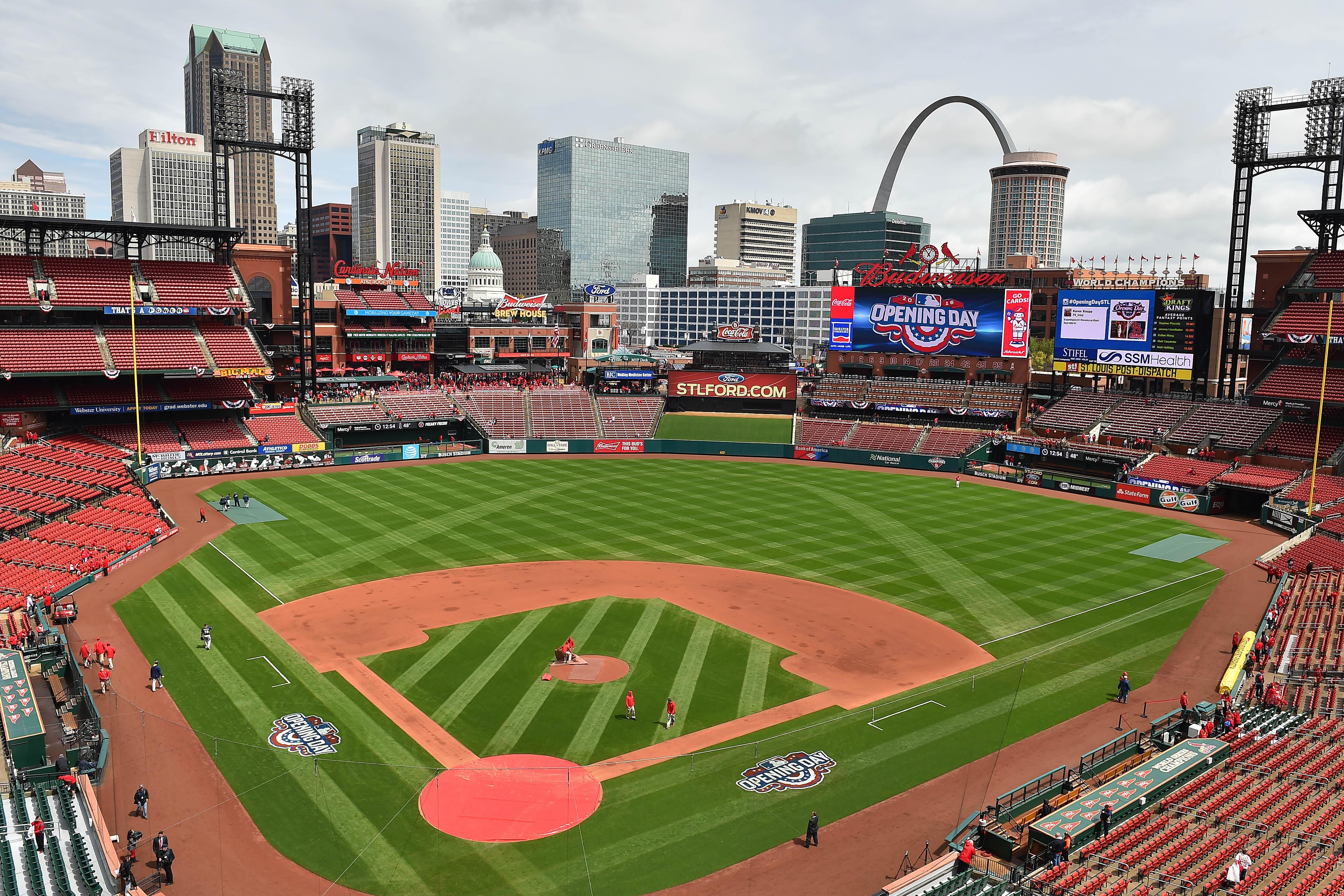 9244948-mlb-milwaukee-brewers-at-st.-louis-cardinals-1