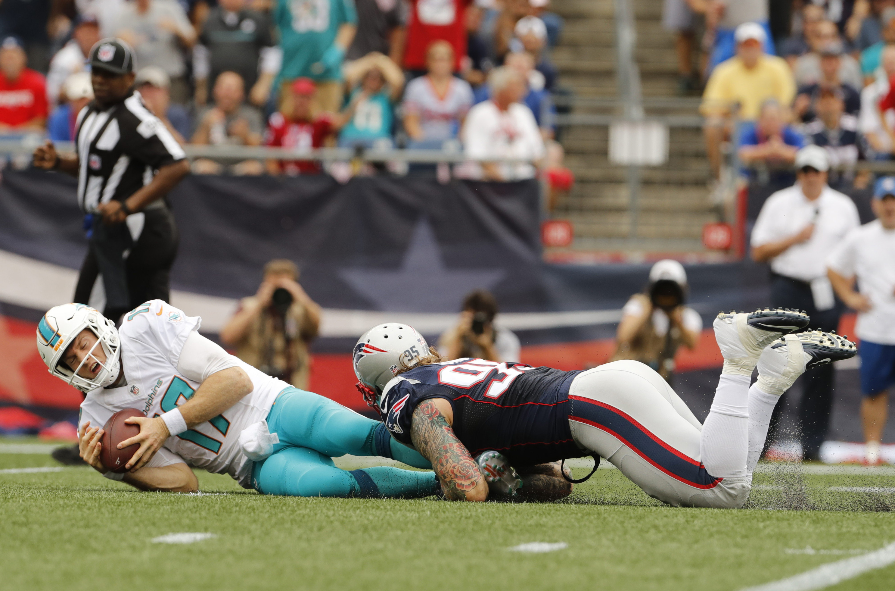 9549856-nfl-miami-dolphins-at-new-england-patriots