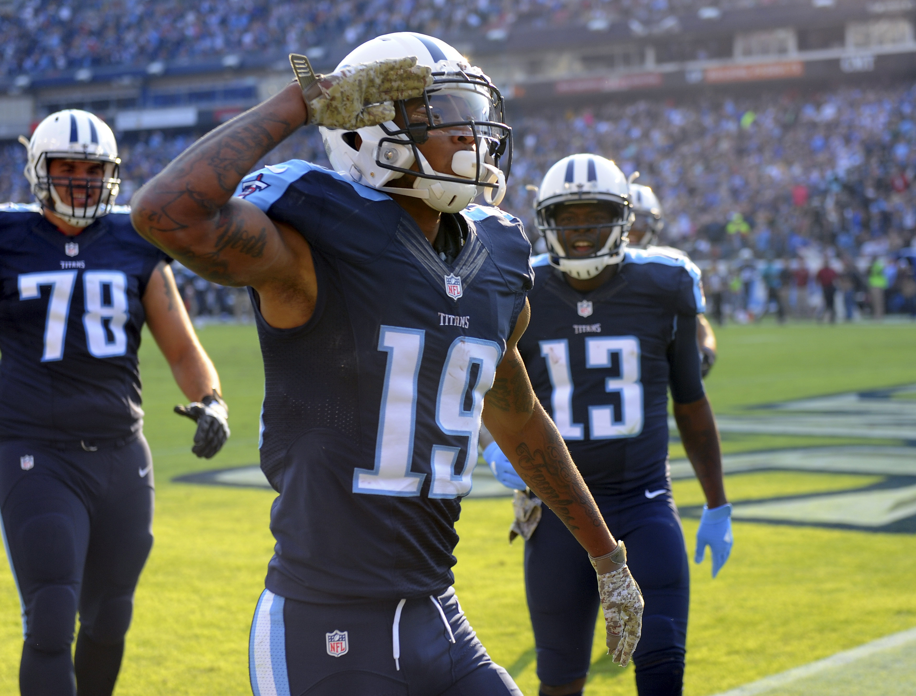9674877-nfl-green-bay-packers-at-tennessee-titans