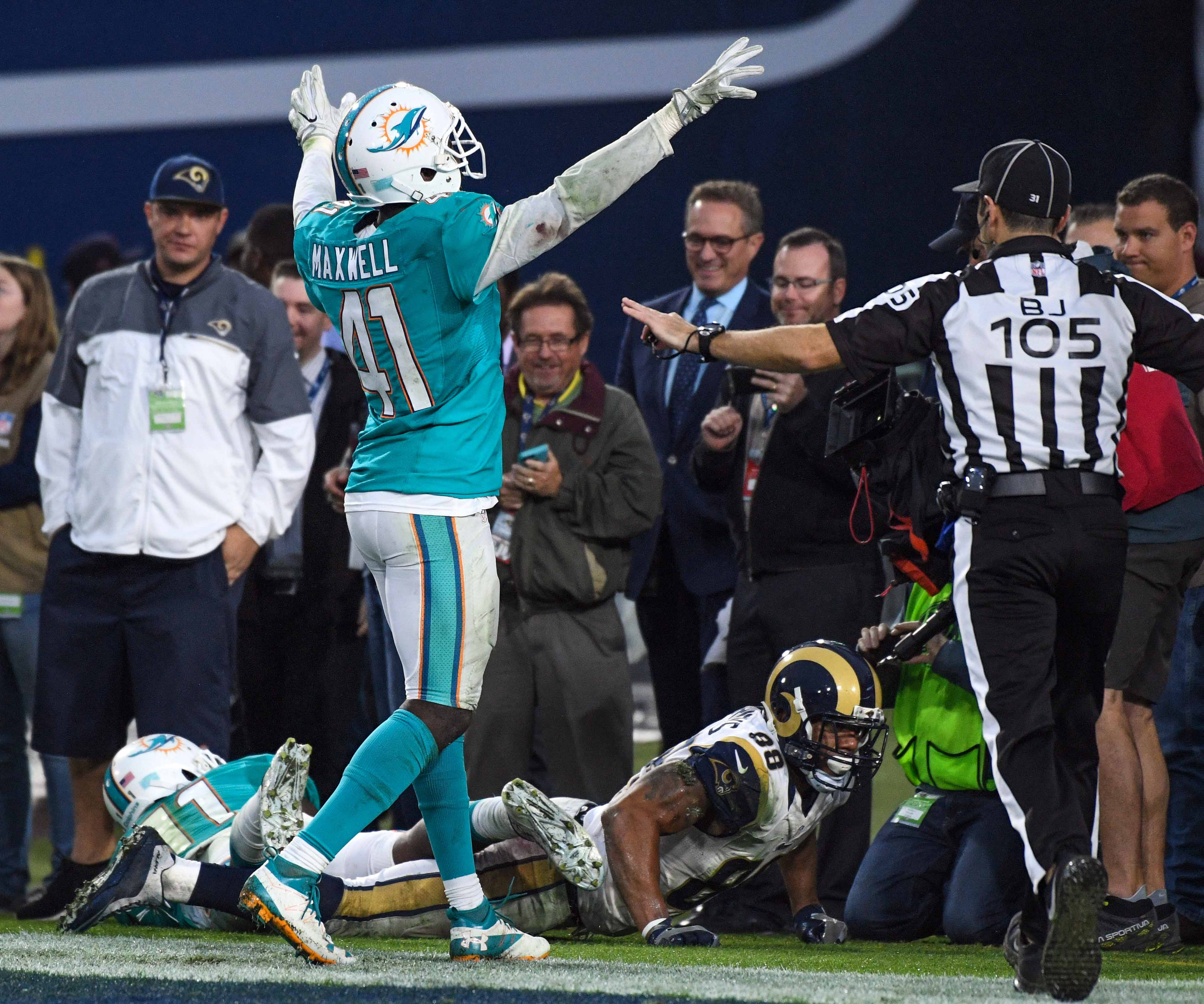 9694687-nfl-miami-dolphins-at-los-angeles-rams