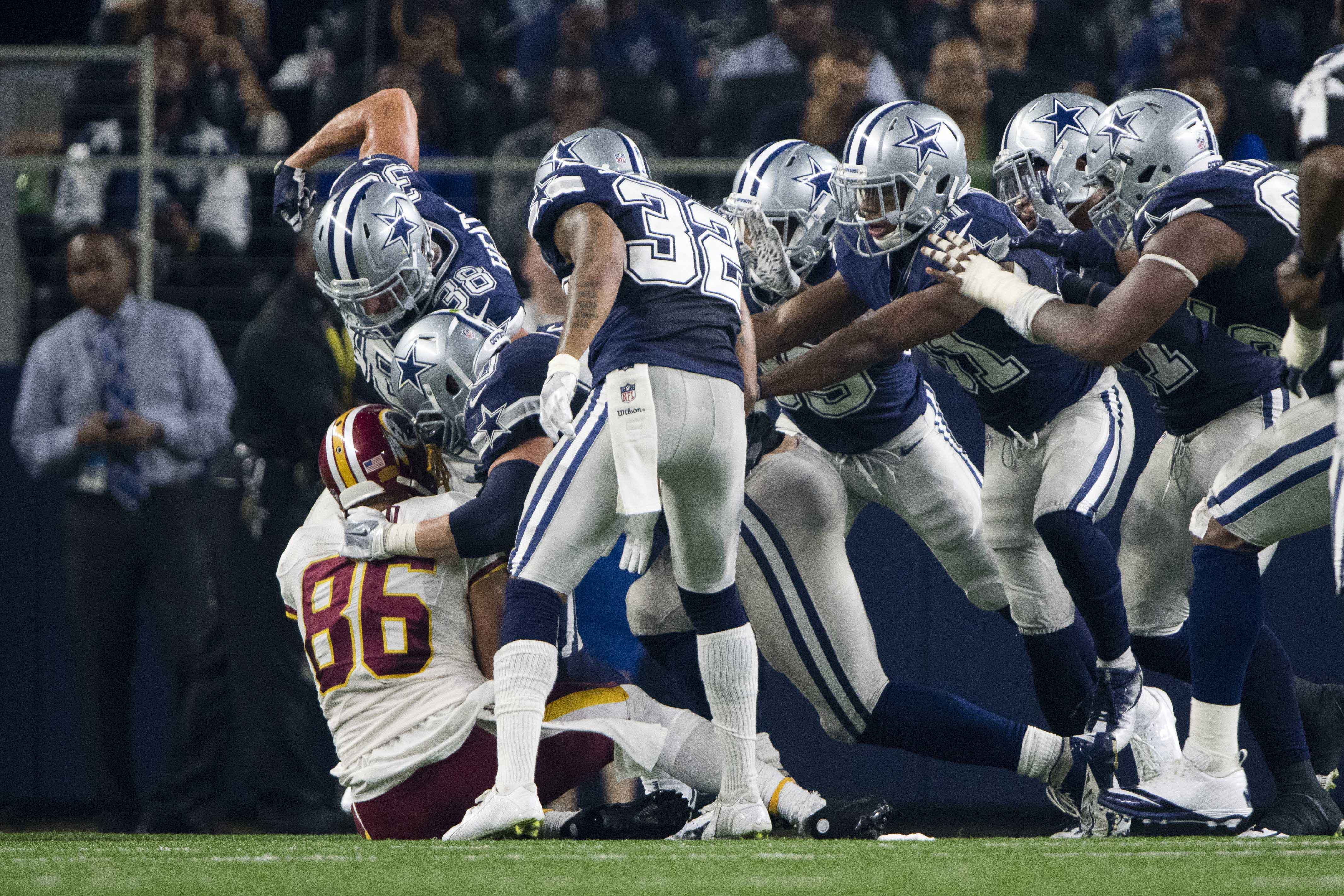 9700836-nfl-washington-redskins-at-dallas-cowboys