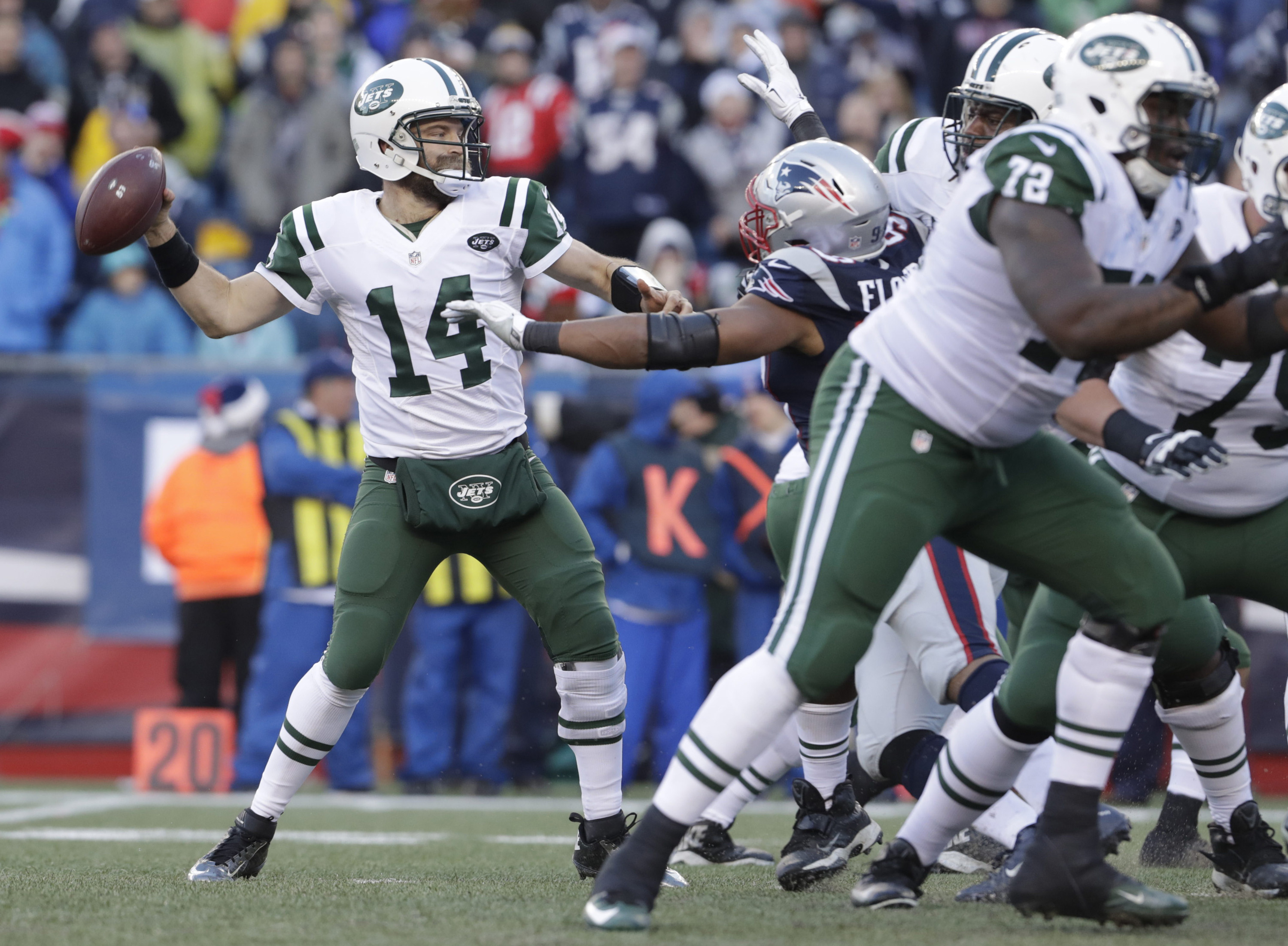 9767028-nfl-new-york-jets-at-new-england-patriots