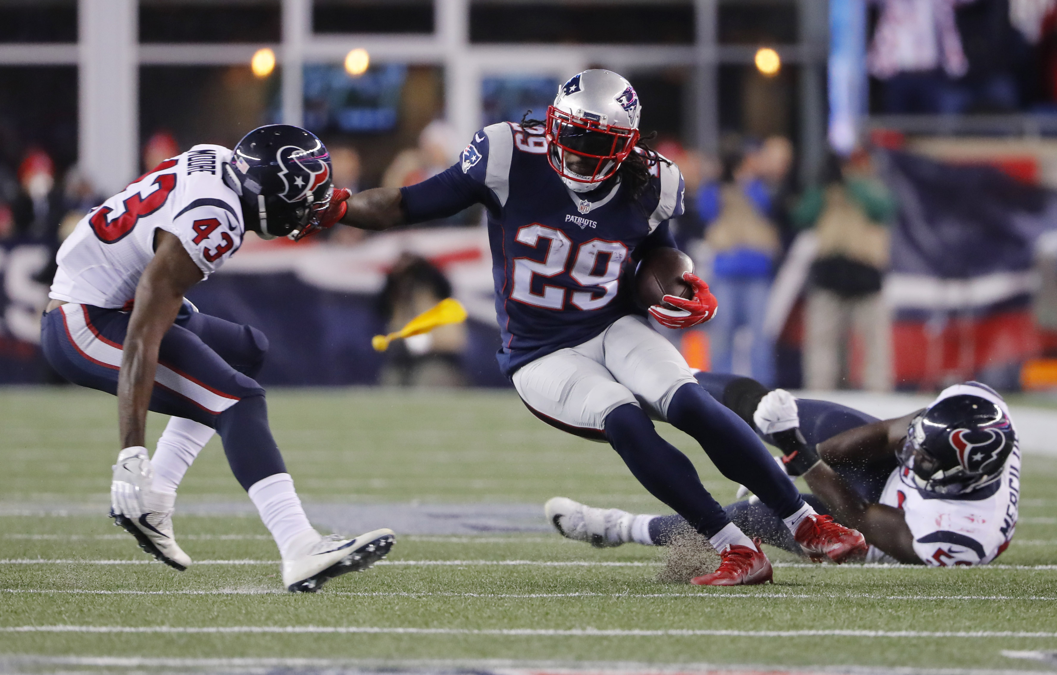 9811072-nfl-afc-divisional-houston-texans-at-new-england-patriots