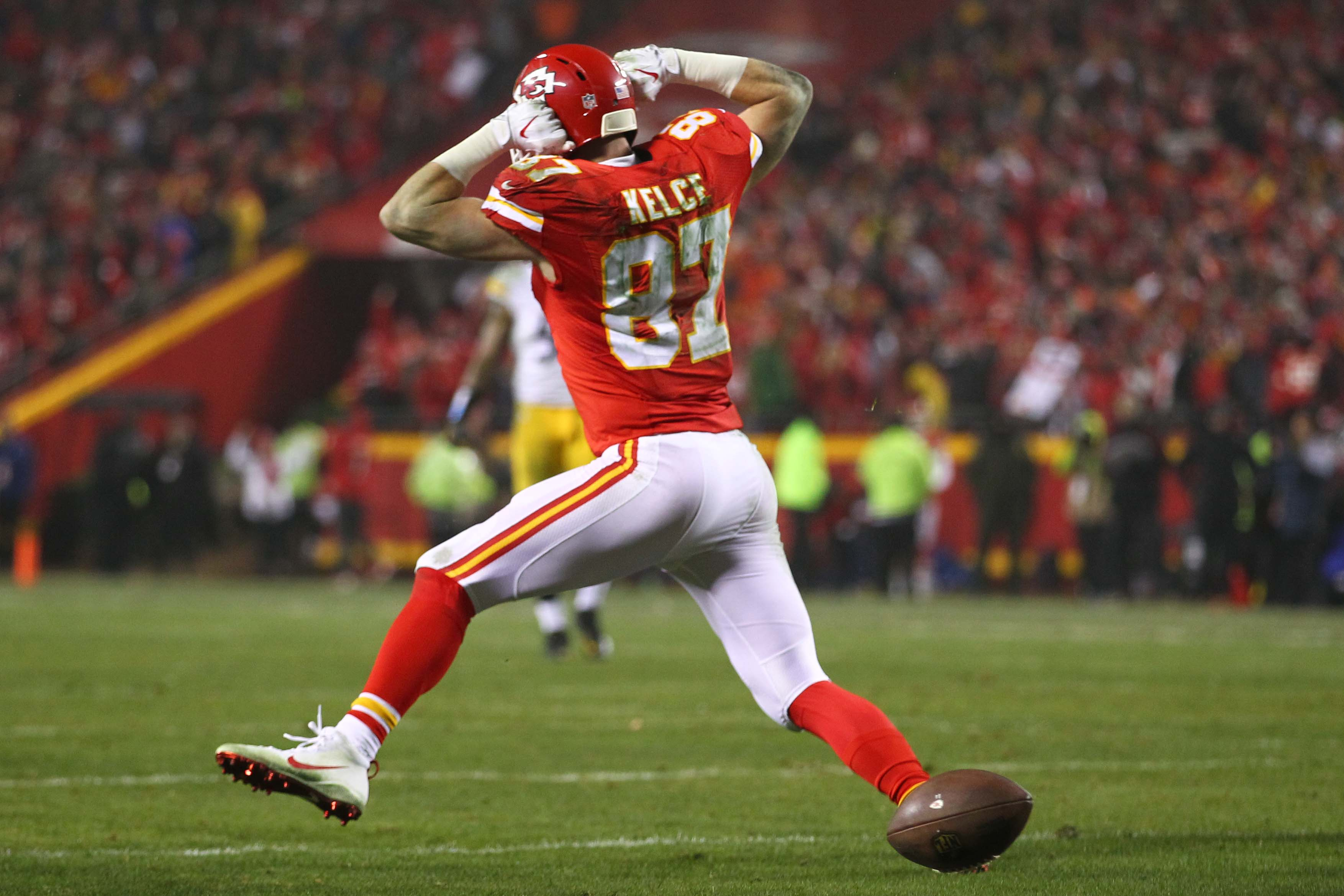 Chiefs: Travis Kelce Hosts 2nd Annual Walk The Walk For Operation