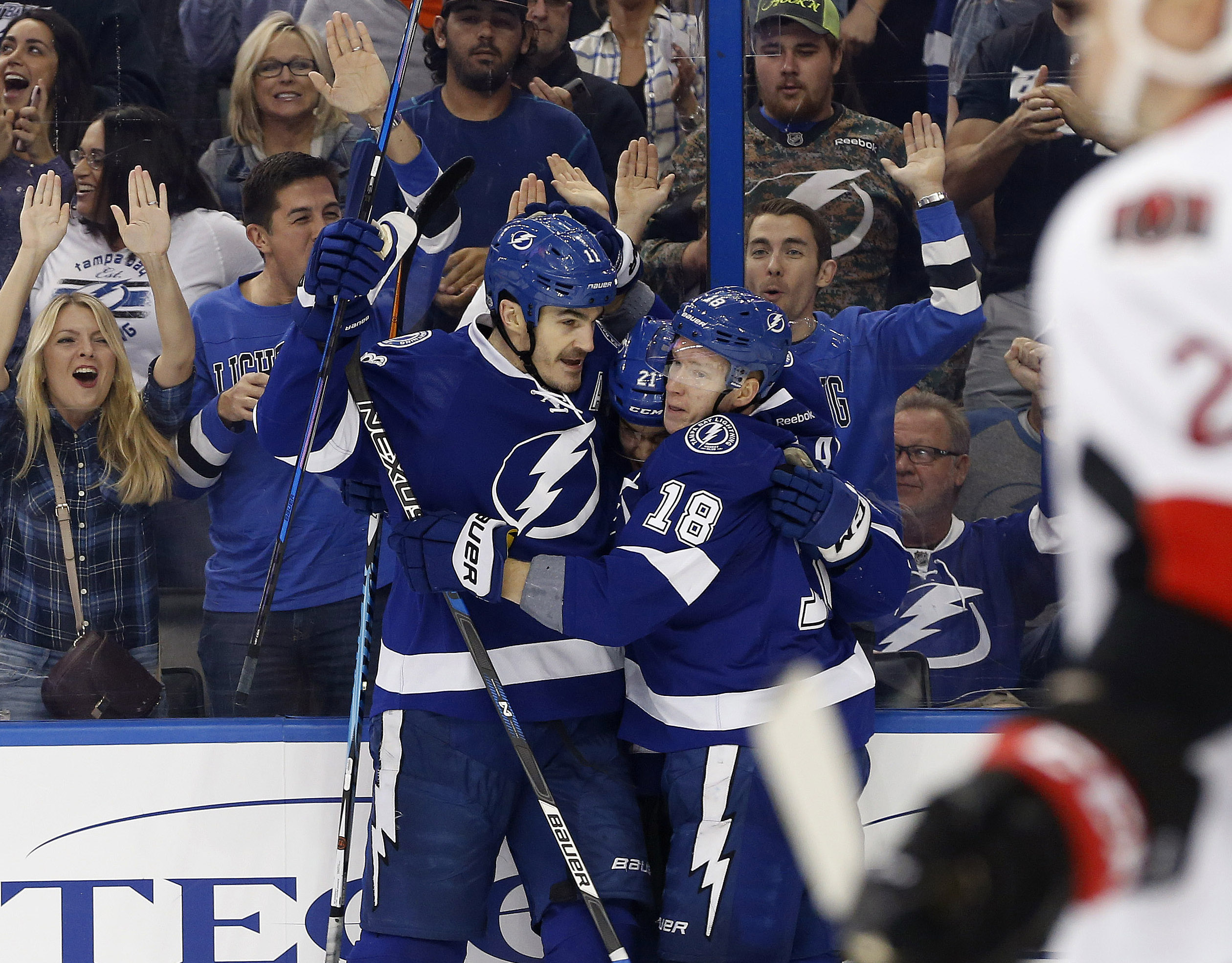 9854474-nhl-ottawa-senators-at-tampa-bay-lightning