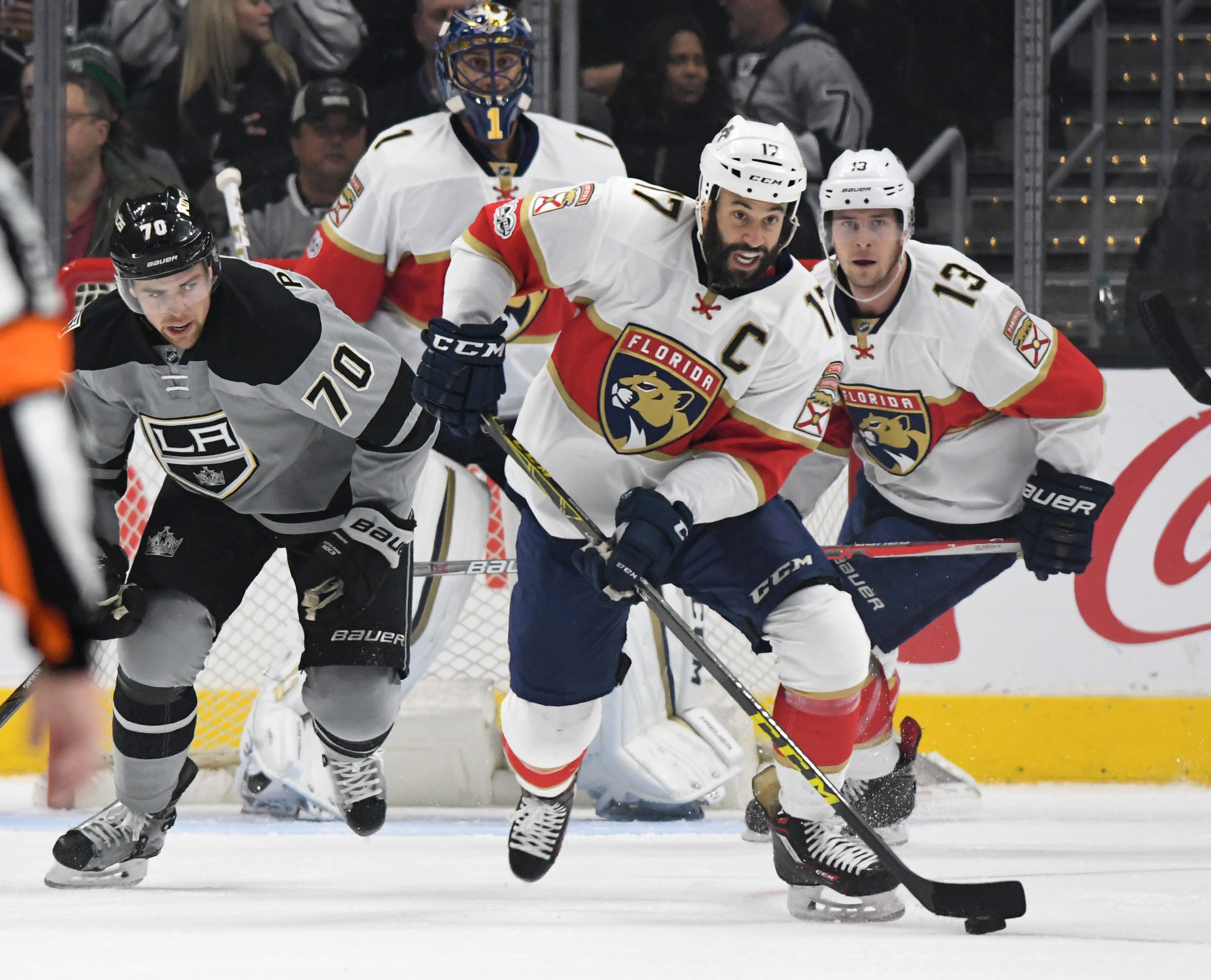 9886687-nhl-florida-panthers-at-los-angeles-kings