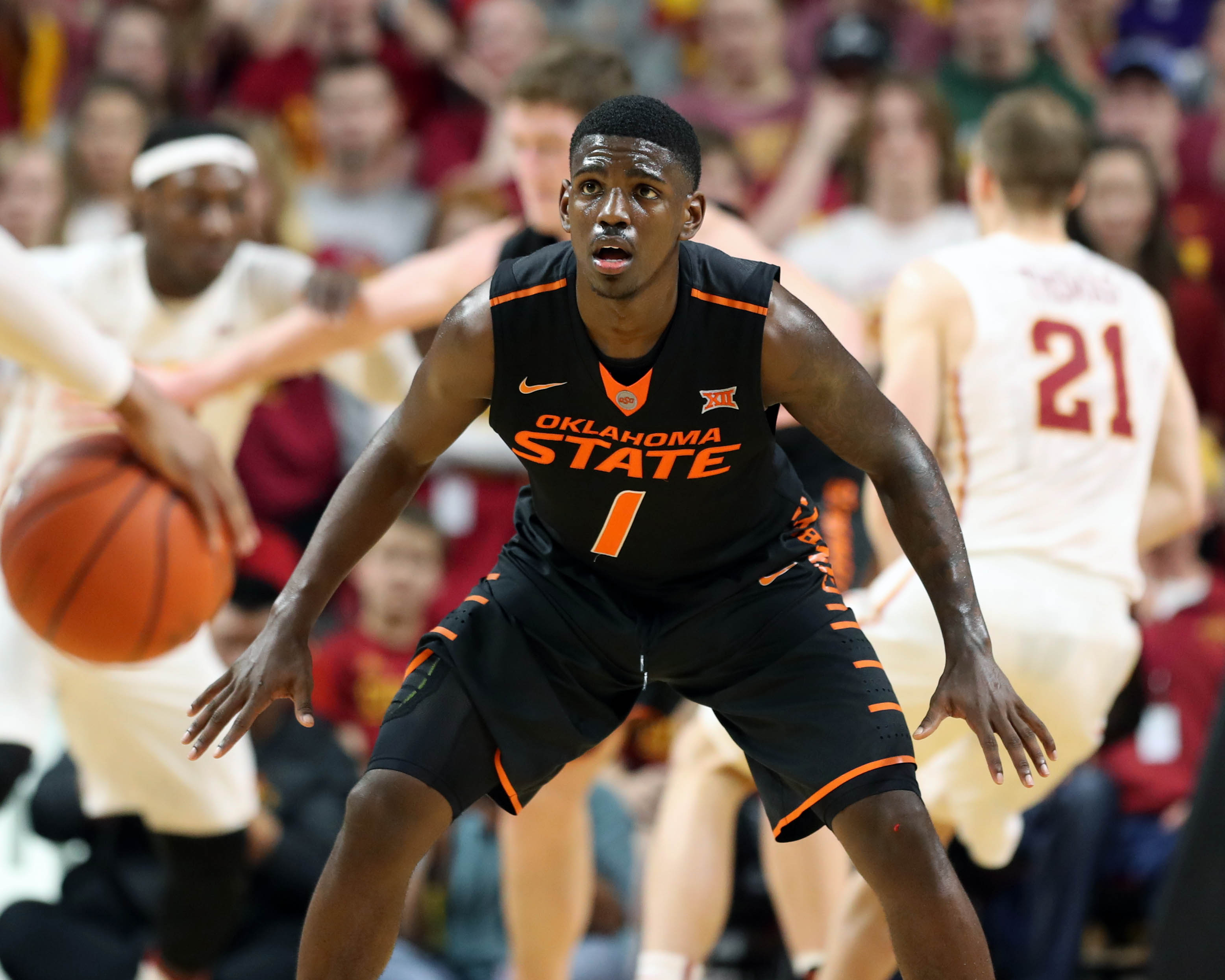9909000-ncaa-basketball-oklahoma-state-at-iowa-state-1