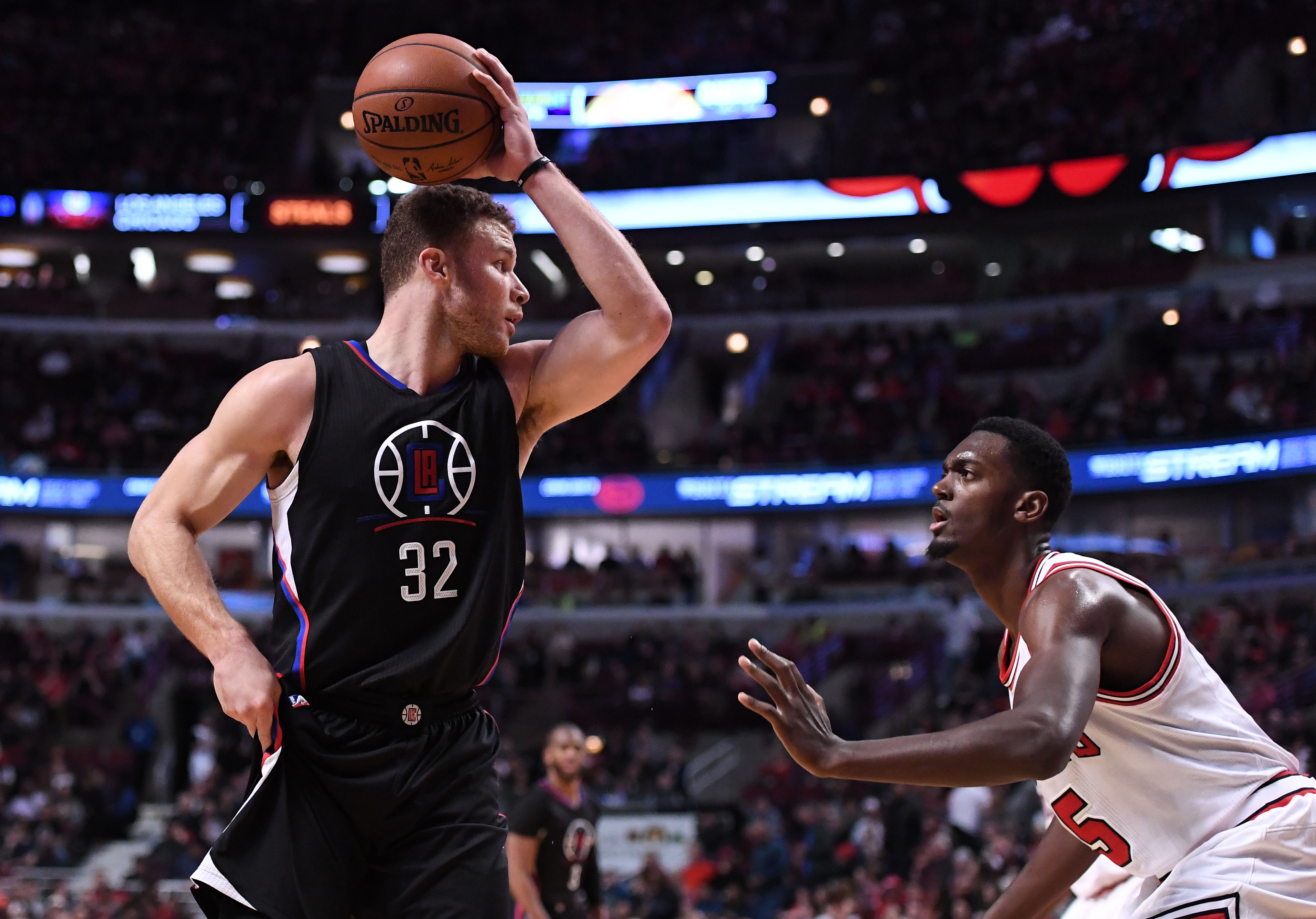 9918745-nba-los-angeles-clippers-at-chicago-bulls