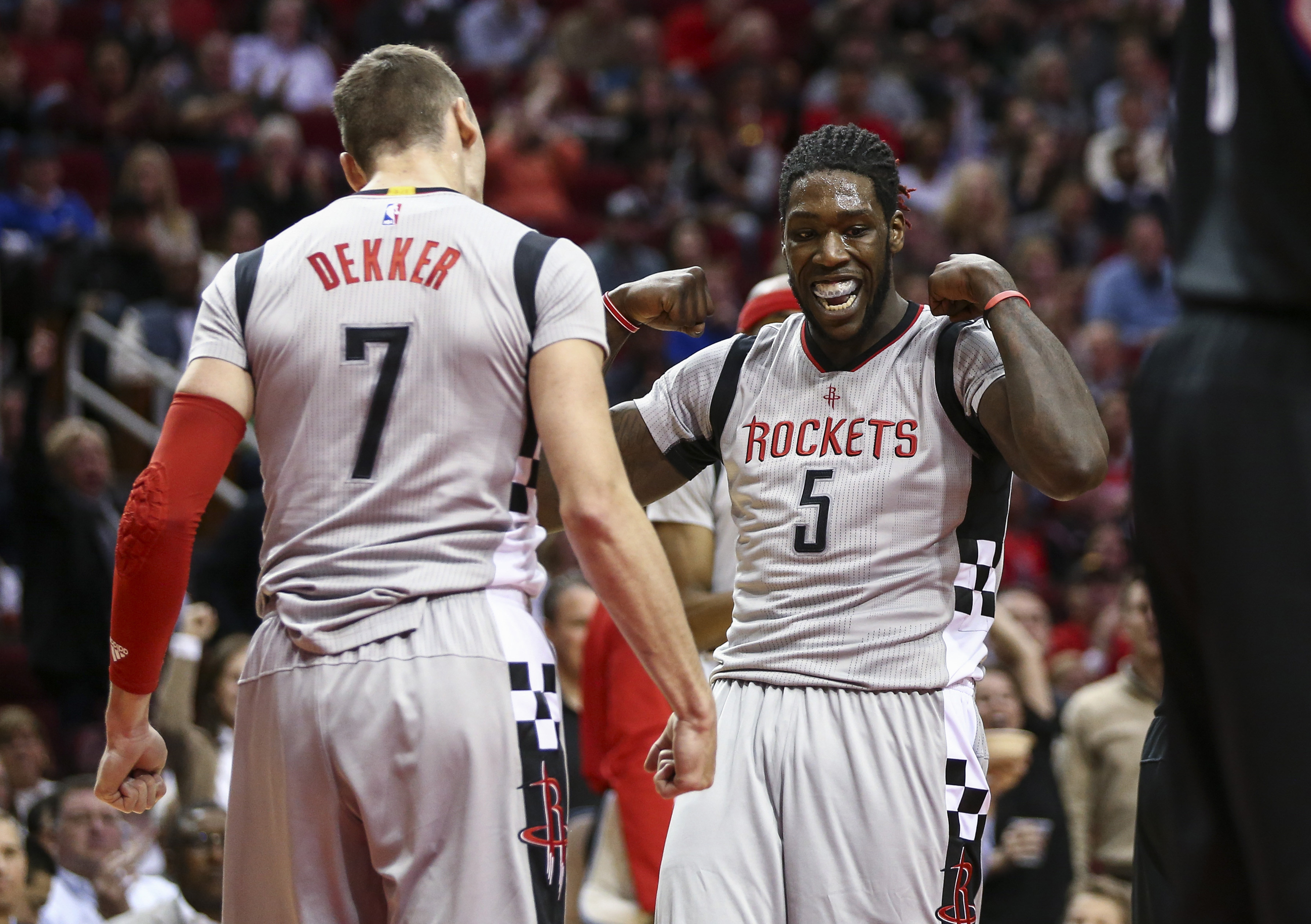 9777941-nba-los-angeles-clippers-at-houston-rockets