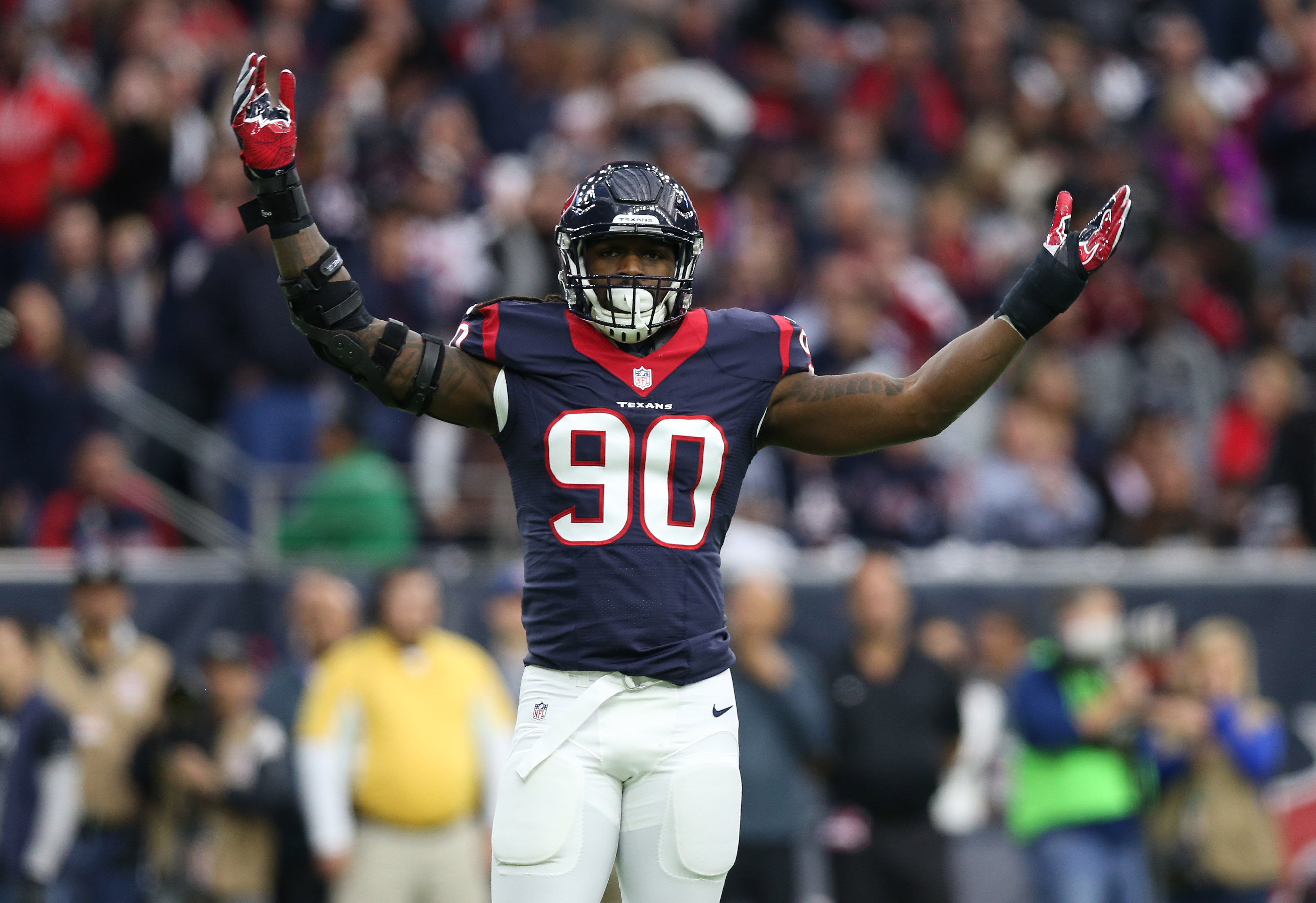 9794422-nfl-afc-wild-card-oakland-raiders-at-houston-texans