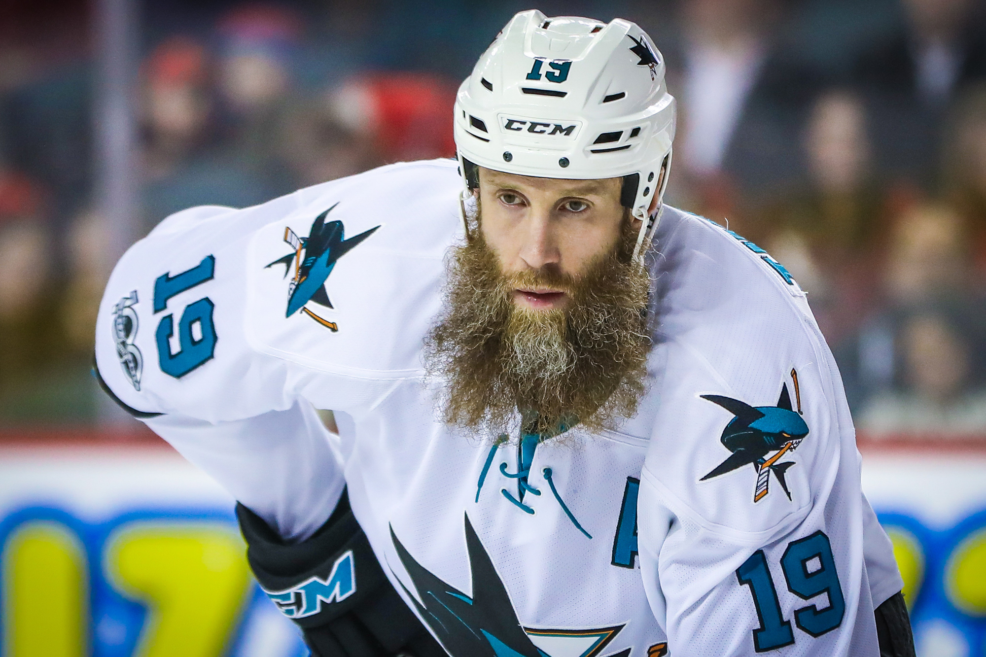 Thornton staying with Sharks with one-year deal