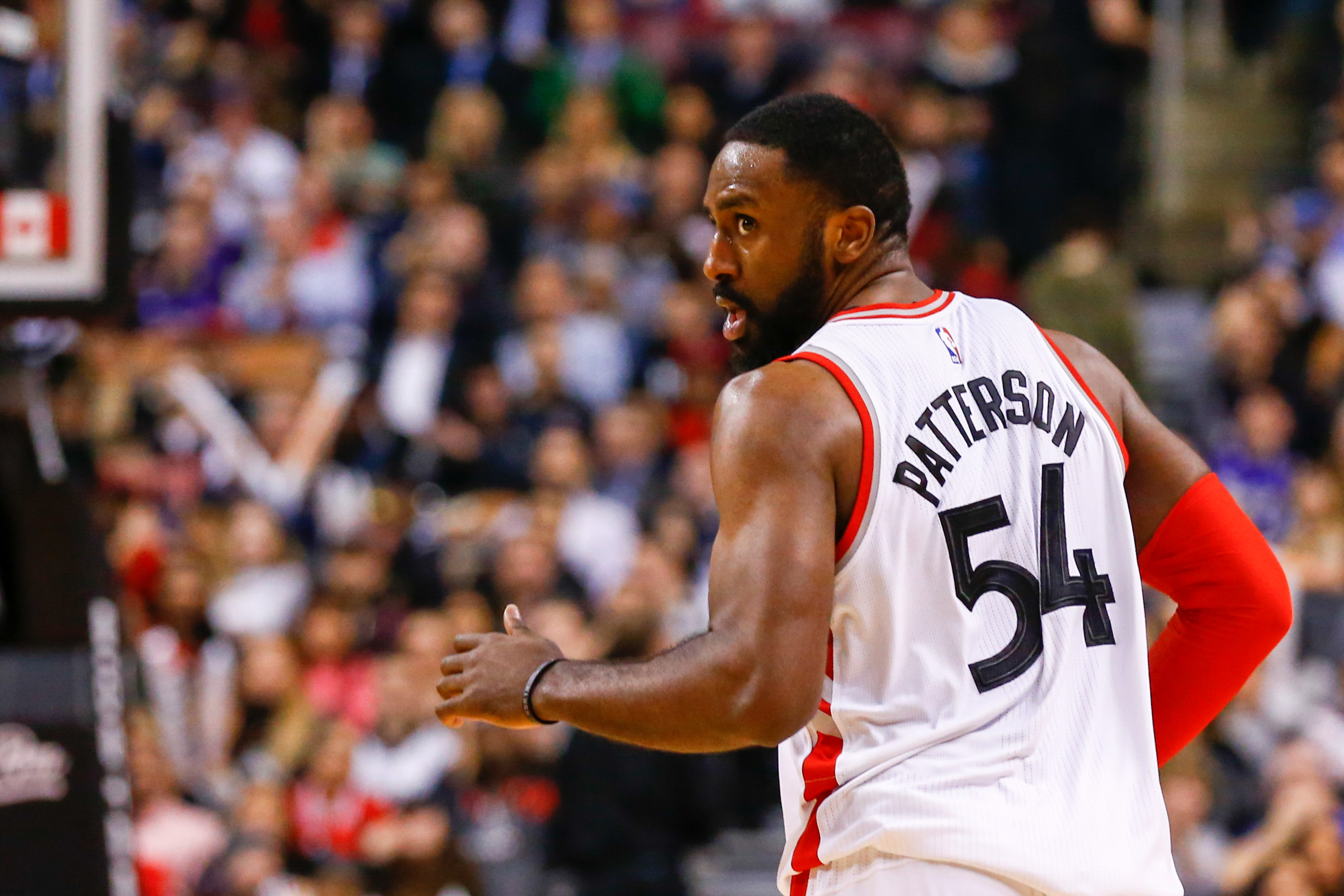 9842844-nba-san-antonio-spurs-at-toronto-raptors