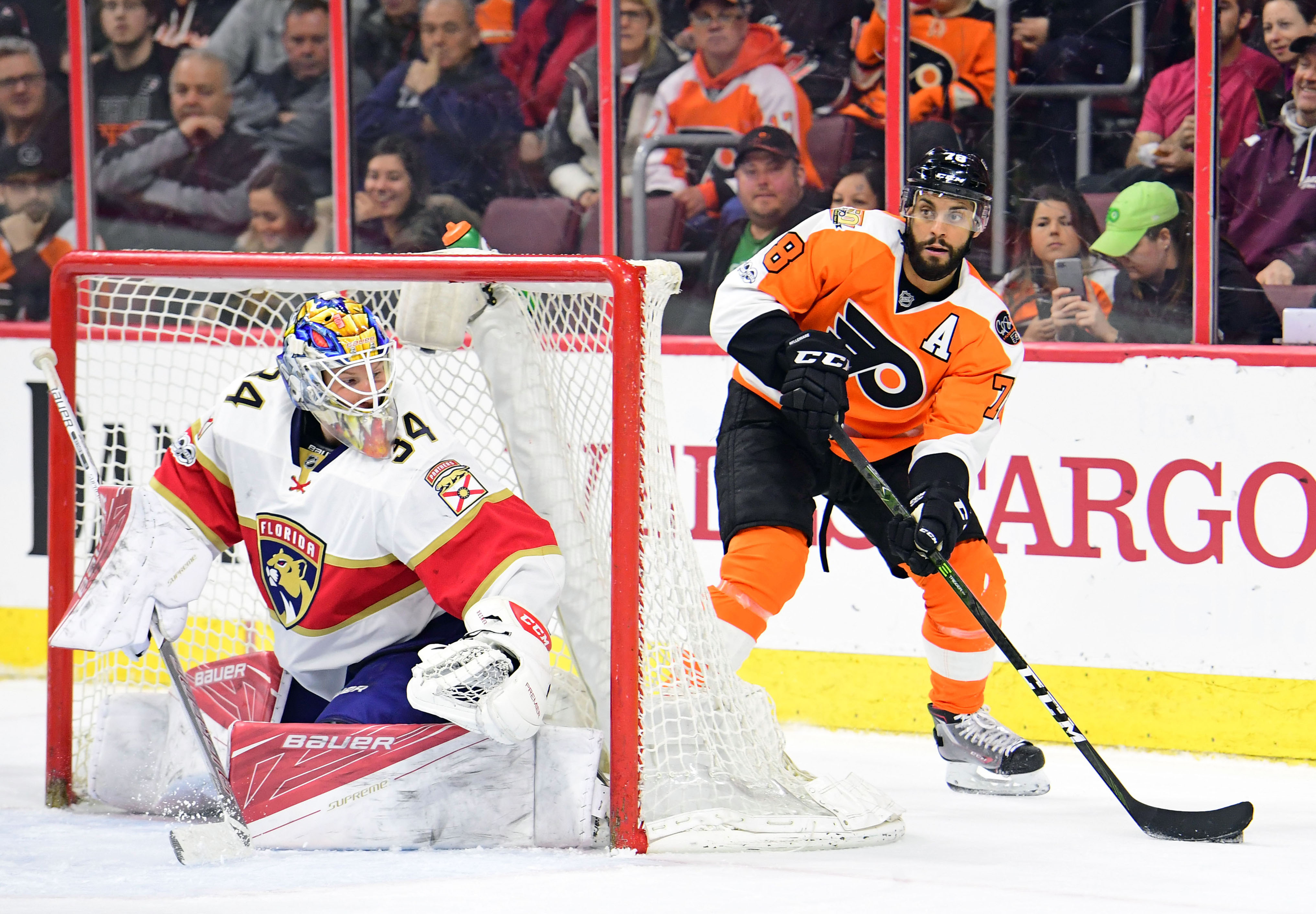 9912888-nhl-florida-panthers-at-philadelphia-flyers
