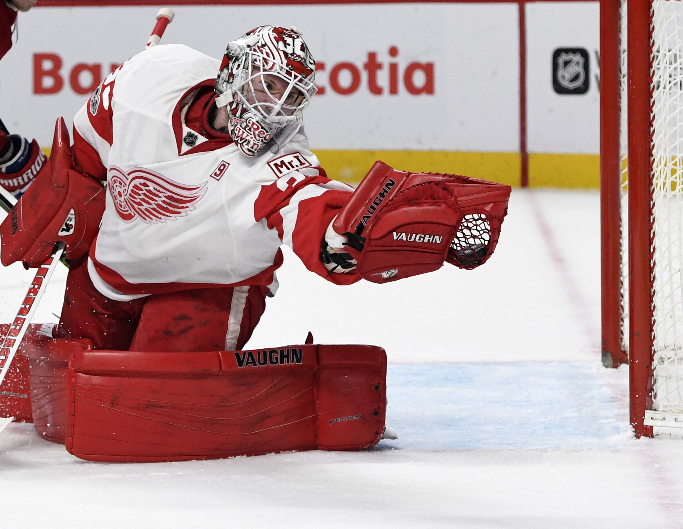 9962484-nhl-detroit-red-wings-at-montreal-canadiens